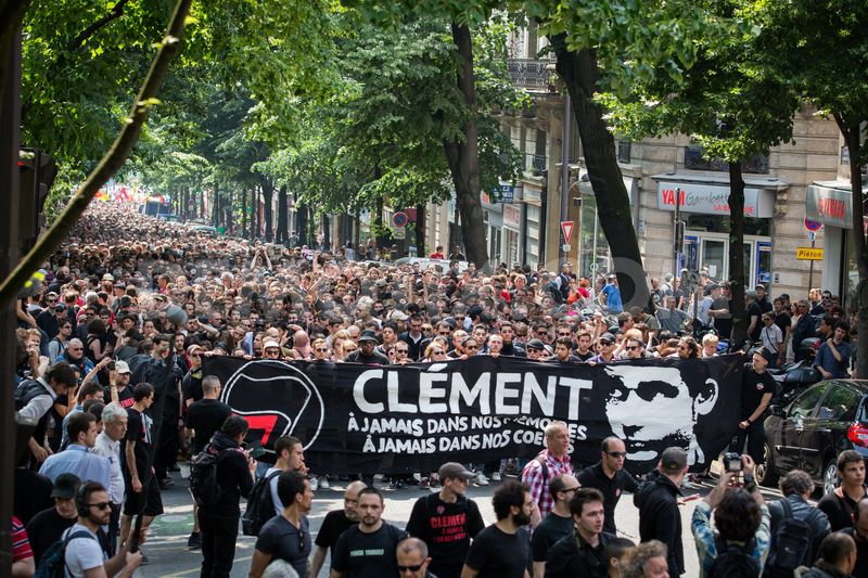 1370779411-thousands-of-antifascists-protest-in-paris-after-clement-merics-deat_2133037