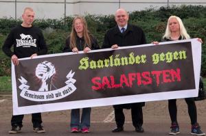 NPD-Landesvorsitzender Peter Marx mit SaGeSa-Aktivisten