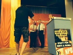 """Karl Krämer beim Fototermin mit Thomas Rausch (inzwischen """"die Rechte), Udo Voigt und Peter Marx (beide NPD)"""