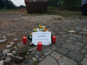 In Gedenken an Samuel Yeboah: Blumen am Tatort